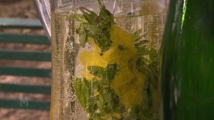 Mai-Bowle zu Spargel aus dem Wok   Bildquelle: wdr   Alkoholische ...