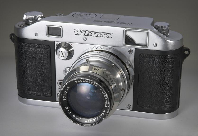 Exa camera, No. 479906. Ihagee SLR. Interchangeable screen, lens. E Ludwig Merita 50mm f2.9 lens, No 1188111. With plastic lens cap. Overall (deployed): 116 mm x 130 mm x 82 mm.
