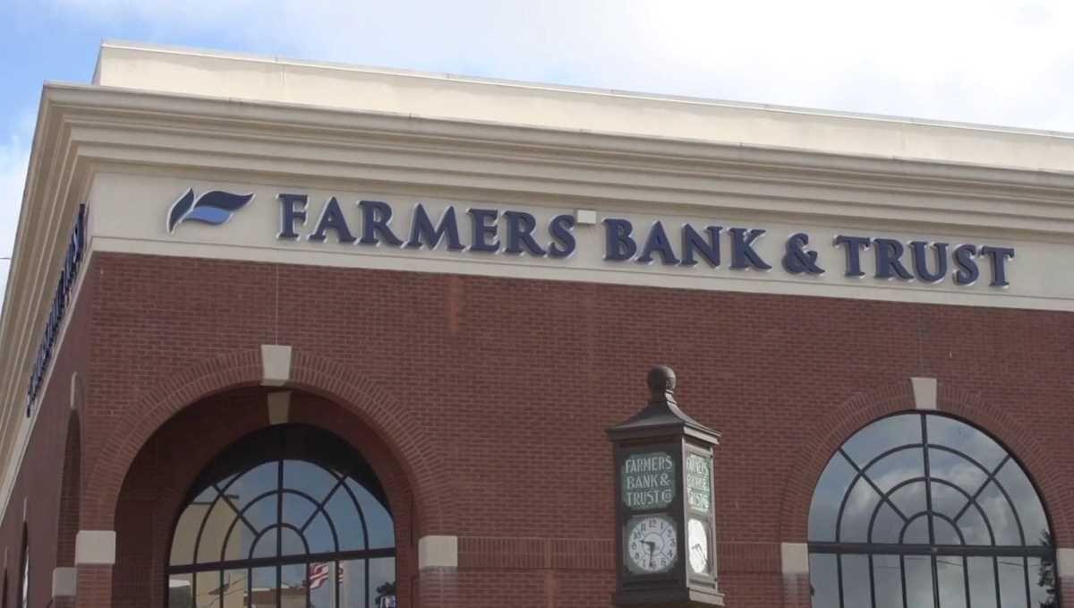Farmers bank and trust to buy 1st bank of texarkana texas