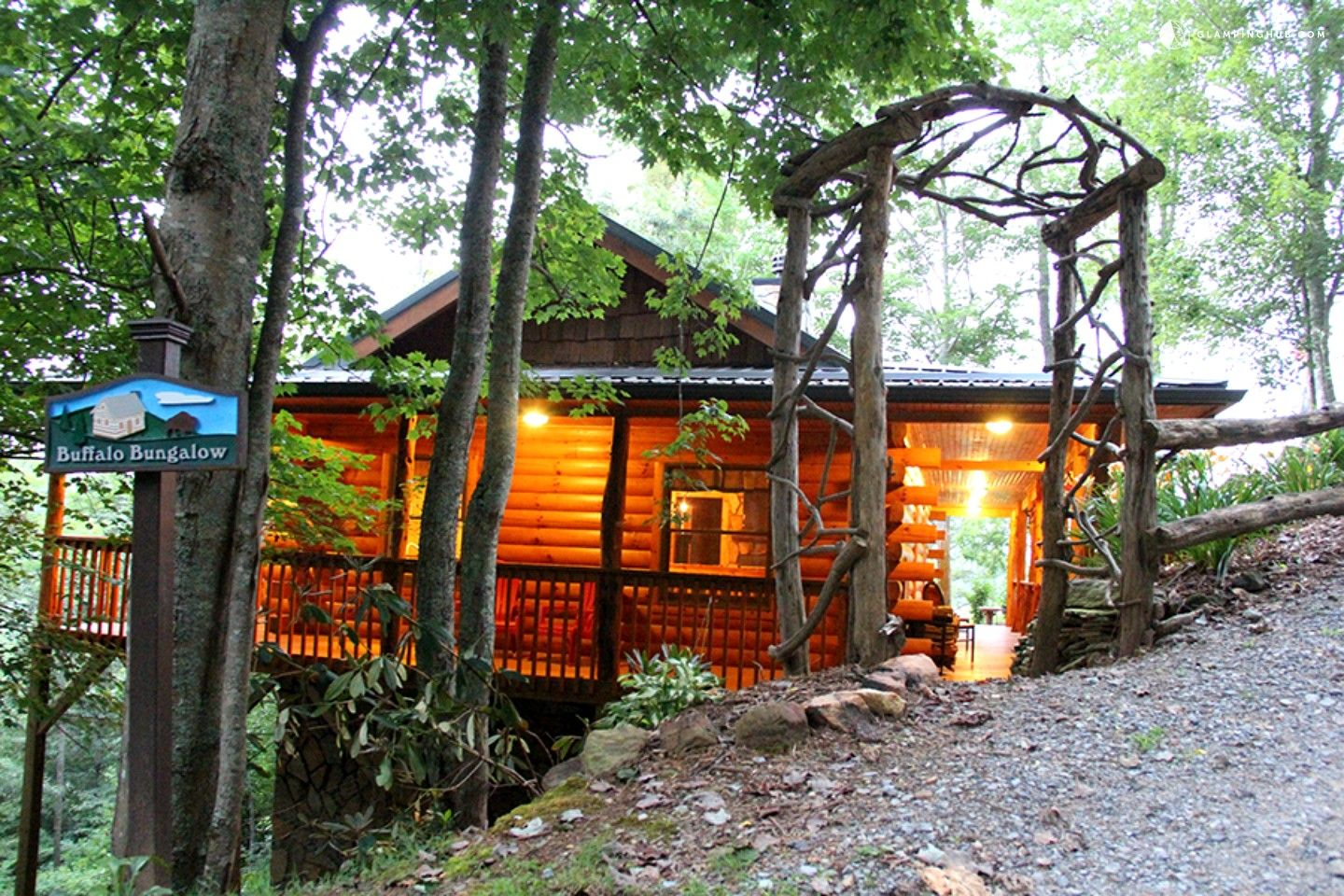 Romantic OneBedroom Cabin with a Fireplace near Asheville