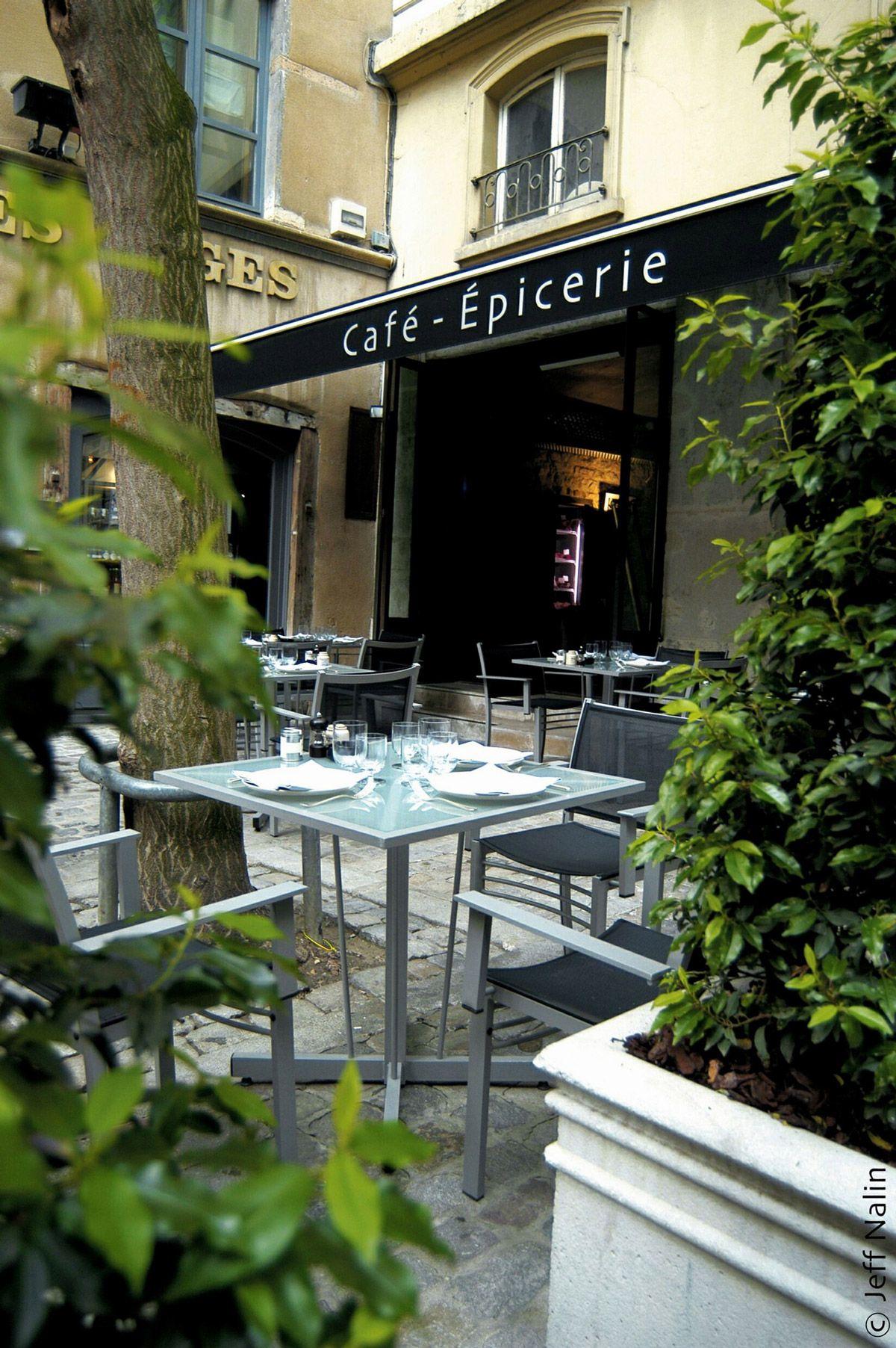 Café épicerie restaurant luxury hotel in lyon cour des loges