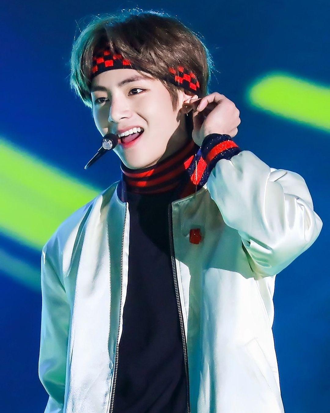 Most Handsome K Pop Male Idols Bts V Kim Tae Hyung Kpop K Pop Music K Pop Boy Groups Best K Pop Boy Bands Top K Pop Bo Taehyung Kim Taehyung Kim