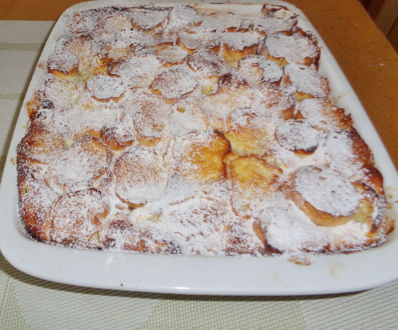 LUXUSNÍ ŽEMLOVKA 3 vejce,20ml.mléka, 4 rohlíky,250gr jablek,2 broskve,0,5 lžíce ml. skořice,1,5 lžíce mouč. cukru,1 tvaroh,2 lžíce rozinek máčených v rumu, 1 lžička str. citronová kůra, 2 lžíce sekaných vlašských ořechů,sníh. mléko 2 žloutky ušleháme a namáčíme v něm rohlíky , dáme do vymazané formy, na ně nakrájená jablka se skořicí a mouč .cukrem,další vrstva tvaroh, cukr, cit. kůra, 1 vejce , rozinky, nakonec snih.Další vrstva  broskve a ořechy, navrch máčené rohlíky. Pečeme na 180 do…
