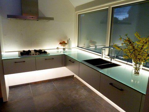 Lampen Boven Aanrecht : Glazen aanrecht bladen met led verlichting keuken