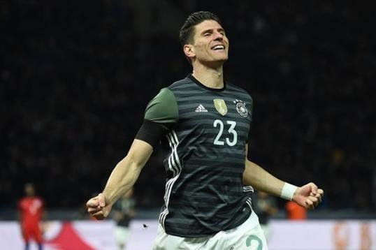 L'ad del Besiktas: 'Se Gomez decide di rimanere da noi dovremo pagare mille euro alla Fior https://t.co/SNmJcs5XaE https://t.co/GZ0tNvnrP2