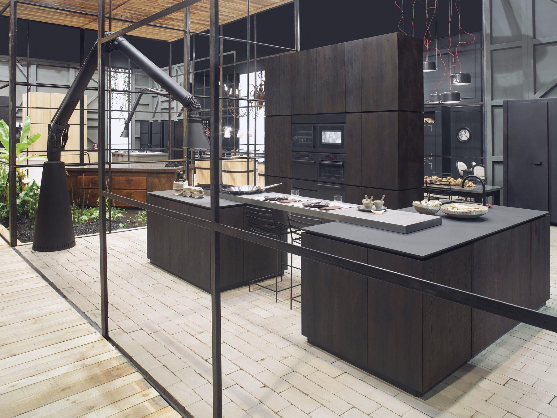 Cucina in fibra di legno con isola natural skin home for Cucine moderne scure