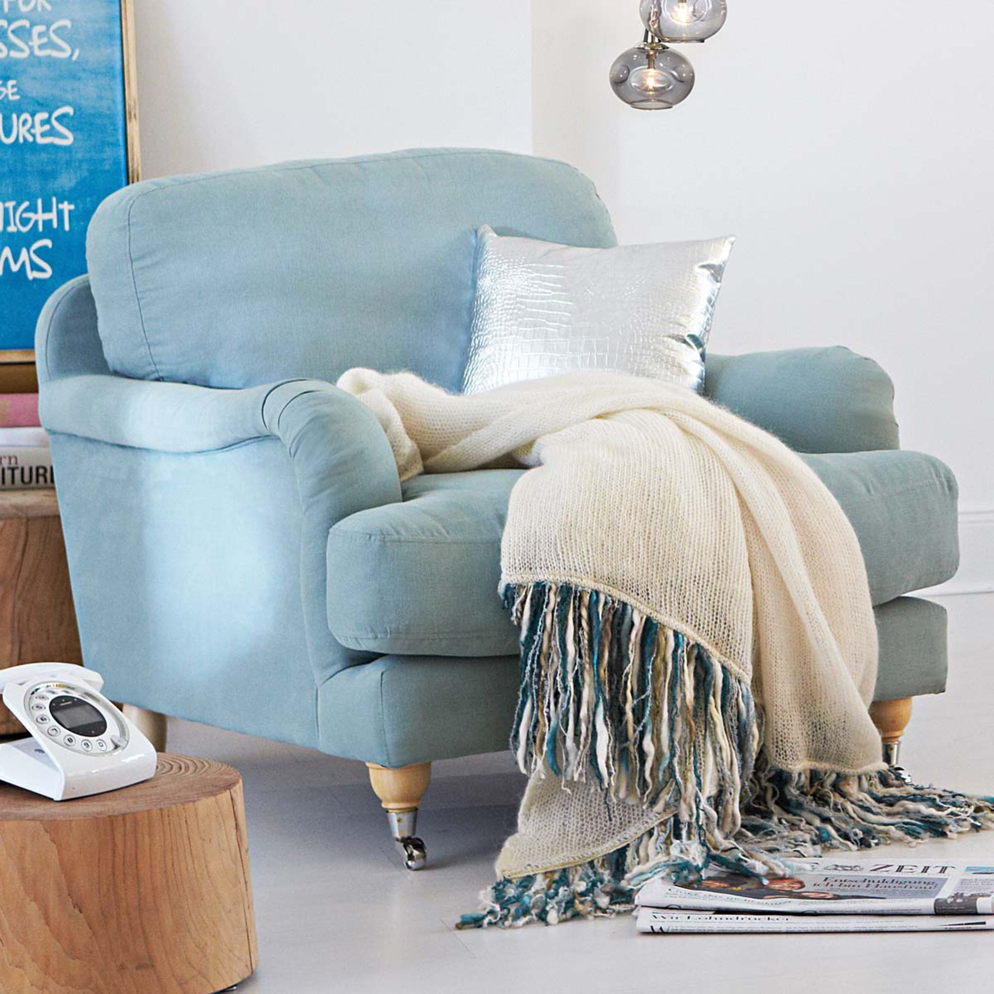 Blau Ist Die Neue Trendfarbe In Sachen Einrichtung! Sie Lässt Uns Vom  Sommerhimmel Und Mittelmeer Träumen Und Wirkt Beruhigend. Angeblich