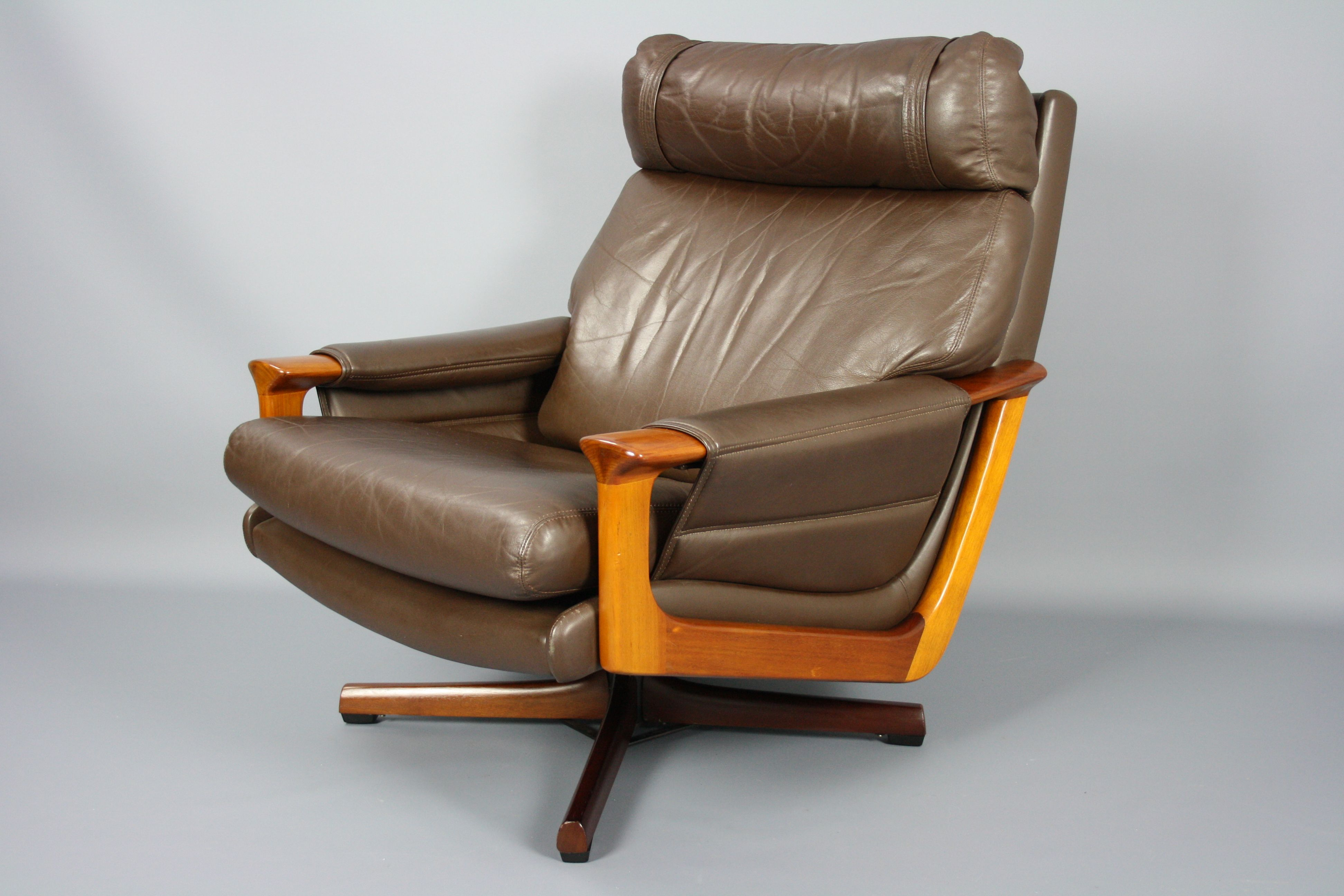 Mid Century Tessa T21 Leather Swivel Chair Armchair Retro