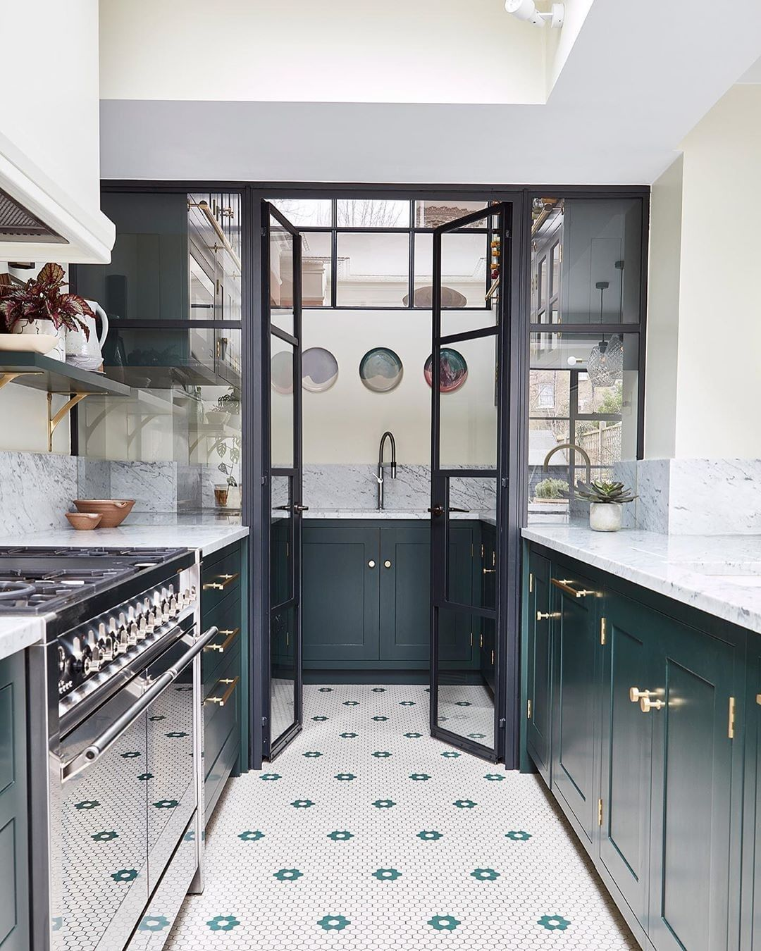 Farrow Ball On Instagram Swooning Over This Contemporary Kitchen Our Tip Coordinate The Colour Of Cabinetry Painted Here In Studiogreen With Floor Tili I 2020