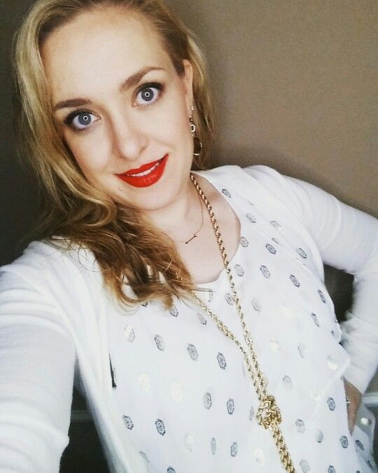www.captivating3dlashes.com   Changing things up for Chris parties. Instead of green and red, try cream and gold with a bold red lip!! #redlipstick #primalliner #stinkinrich #lethallipgloss #younique #ilovemakeup #captivating3dlashes