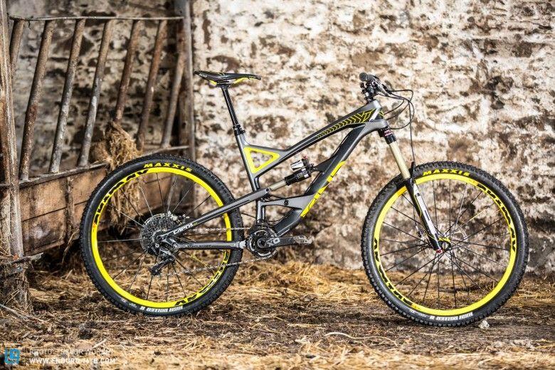 YT Capra CF PRO Race Review Bici