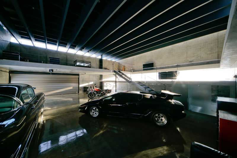 Contemporary Japanese Garage - design by Jun Igarashi Architects Inc.