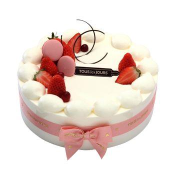 Incredible Adorable Strawberry Cake In South Korea Cake Desserts Funny Birthday Cards Online Elaedamsfinfo