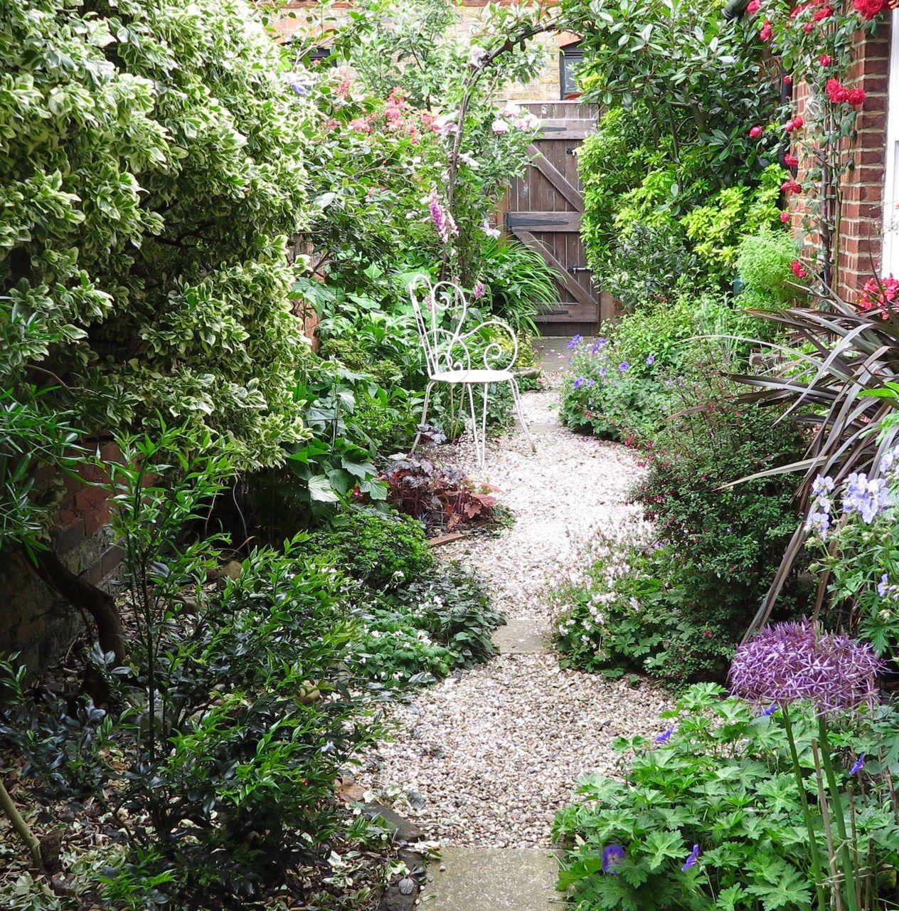 28 Tips For A Small Garden: 8 Effective Tips For Narrow Town Garden Success