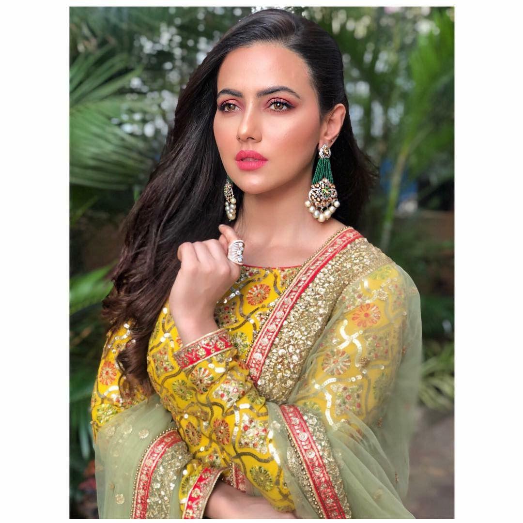 Sana Khan ÇR GR Indian celebrities, Sana khan, Bollywood