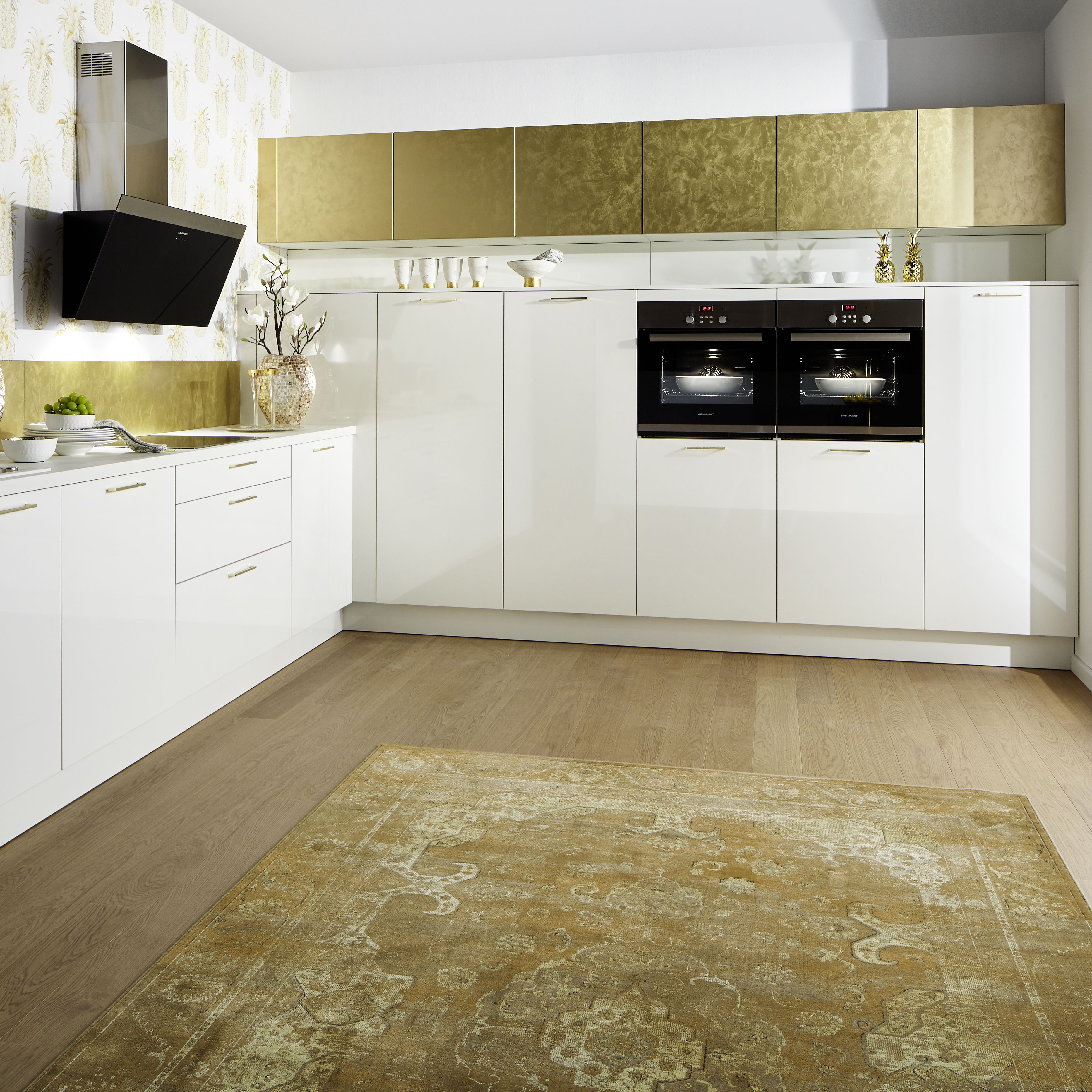Designküche in Weiß und Gold von Küche&Co | Küche, Gold ...