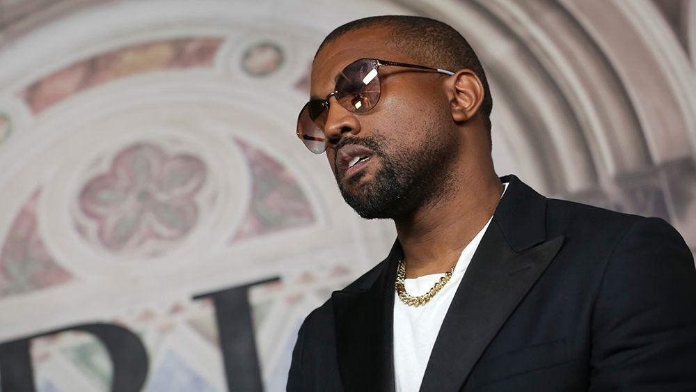 Owojela S Blog Latest Naija News And Gist Kanye West Donates 150 000 To Family Of Chi Secur Kanye West Kanye West Twitter Kanye