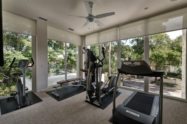 fitness raum haus teppichboden fitnessger te gym studio. Black Bedroom Furniture Sets. Home Design Ideas