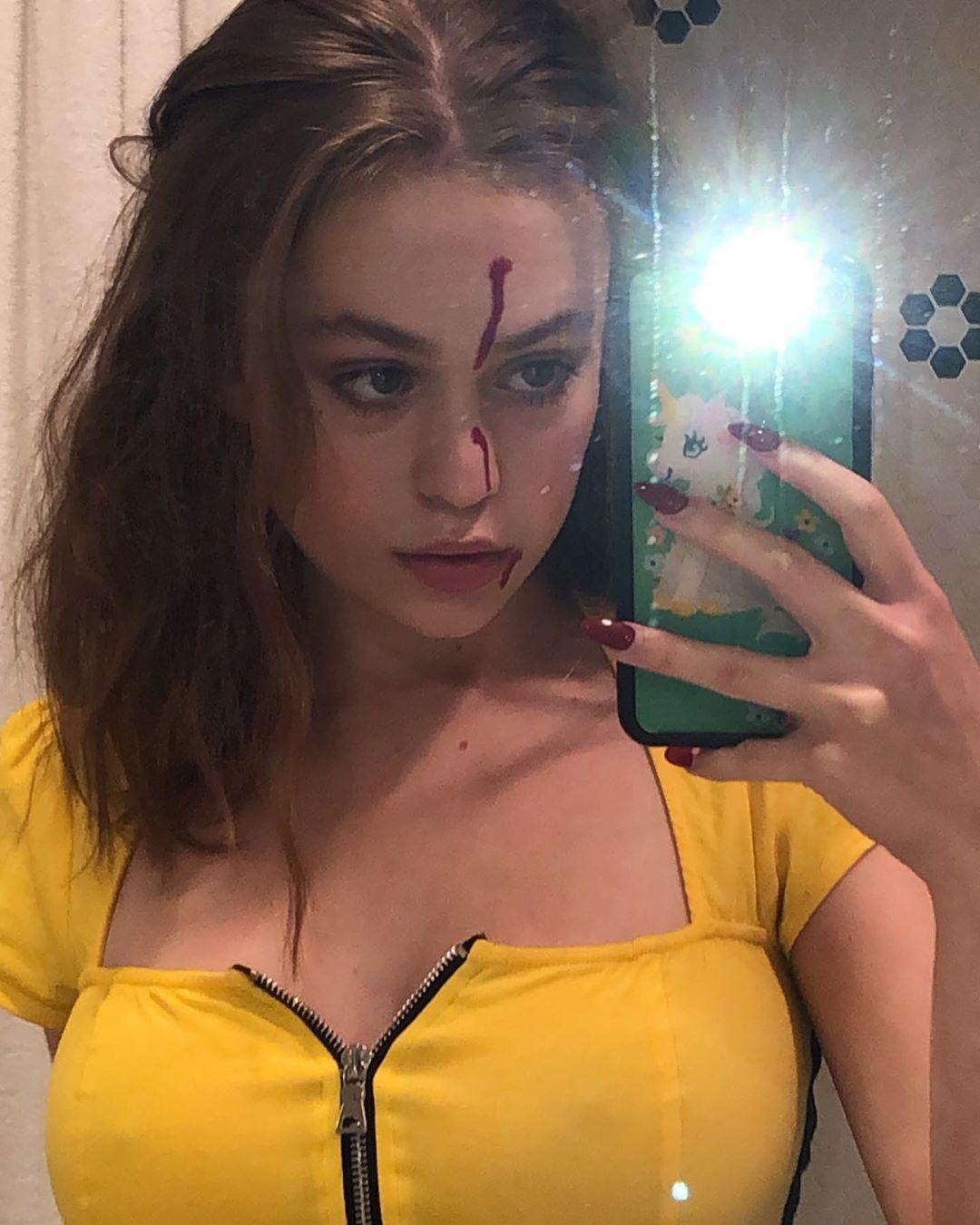 Nackt model instagram Abigail Ratchford: