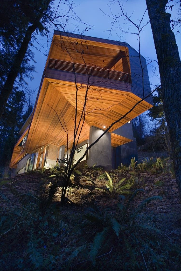 Is It Real Edward Cullen S Sleek Glass House In The Twilight Saga Via Fancypantshomes Via Fancypantshomes Twilight House Cullen House Twilight Architecture