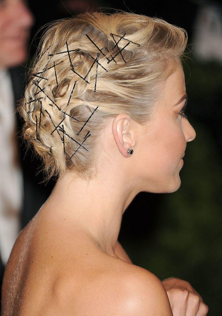 Bobby Pins Were Focus Julianne Hough Met Gala Hairstyle Jpg 719 1024 Einfache Frisuren Fur Langes Haar Styling Kurzes Haar Haar Styling
