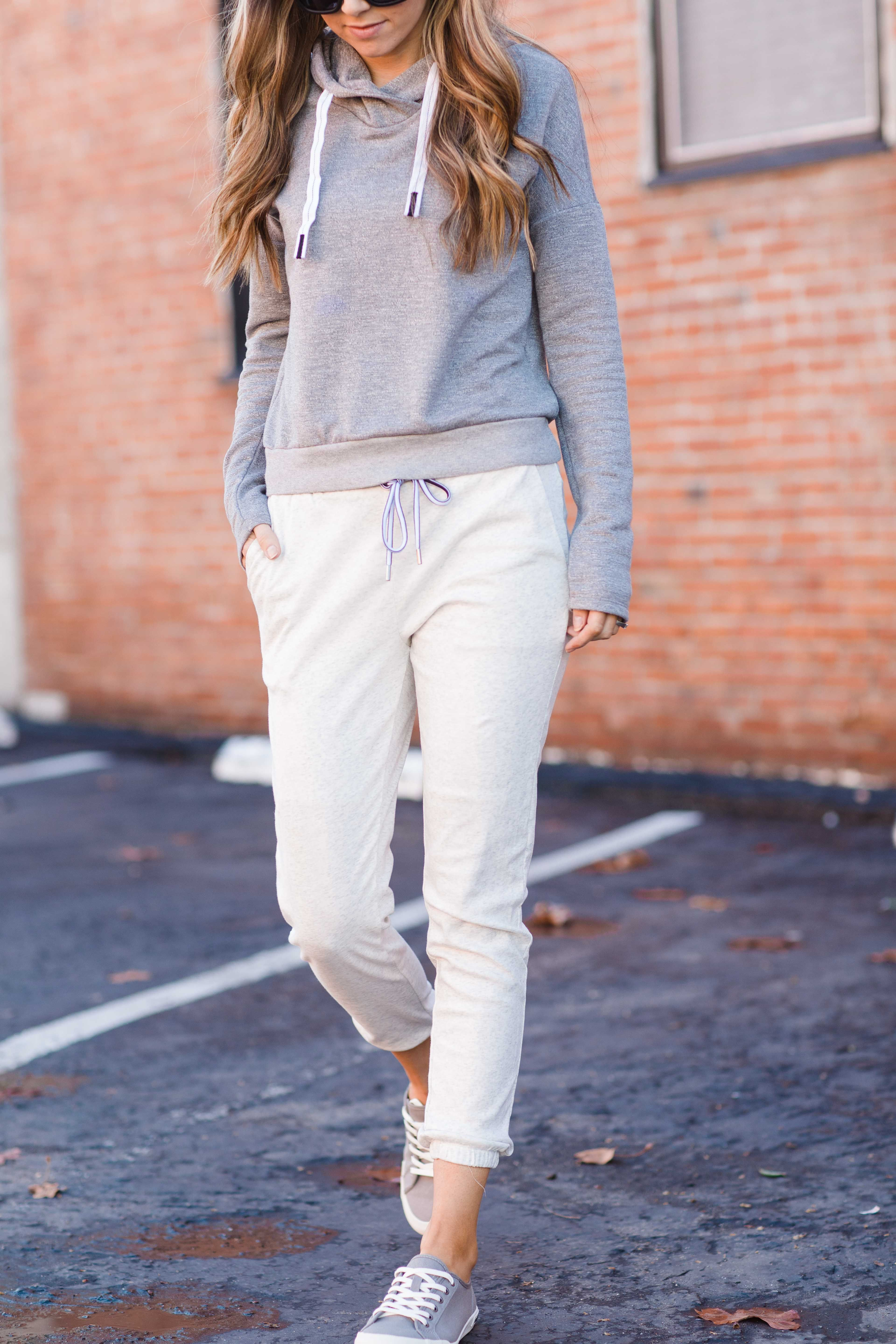 80244b58 A simple athleisure look with a pair of joggers and a sweatshirt from my  @StitchFix box. These joggers are so versatile! #ad