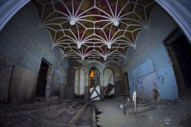 Abandoned Miranda Castle in Belgium37 In photos: Abandoned Miranda Castle in Belgium