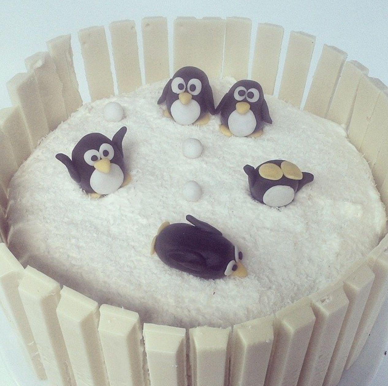 Simple but so cute kitkat penguin cake ~ white chocolate kitkat ...