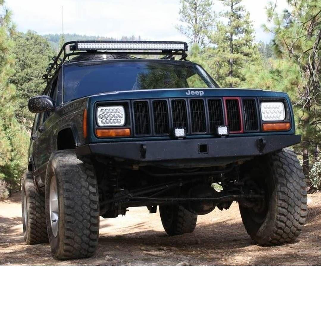 Jeepin Christian Sent Us A Shot Of His Xj Rocking A Jcr Diy Front Bumper Looks Great Jeep Xj Mods Jeep Cherokee Xj Jeep Xj