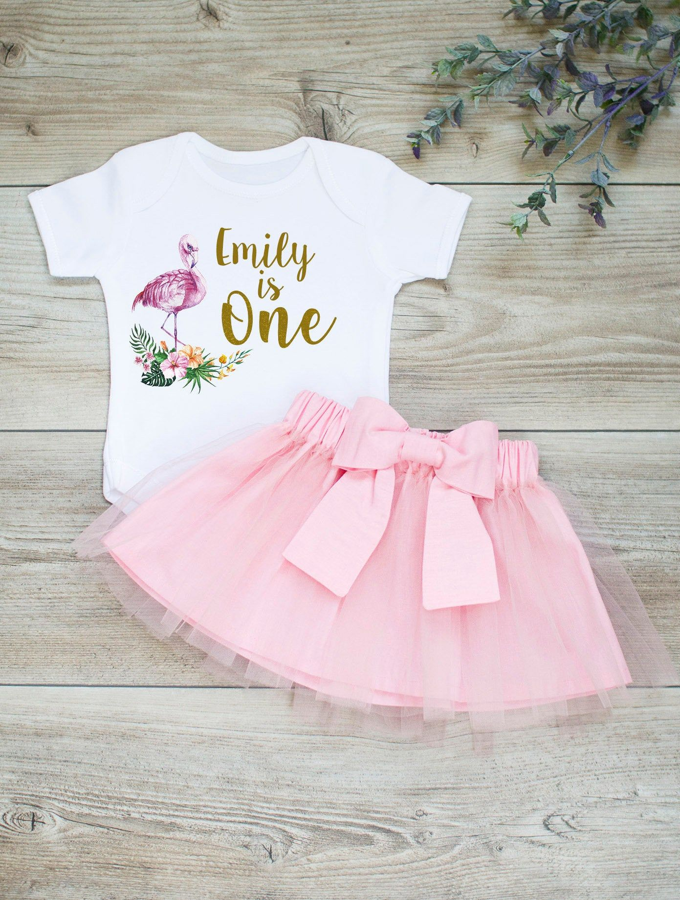 Celebrate your little girls birthday with our super cut flamingo 1st birthday outfit! We created it as a perfect choice for those, who adore boho style, tropical flowers and warm colours. Your little girl will look absolutely gorgeous! This birthday tutu outfit is handmade with love in Northern Europe. As we value not only great style, but comfort for your baby too. We use fabrics that are certified according to STANDARD 100 by OEKO-TEX. This pink tutu skirt is made with lots of care and attenti