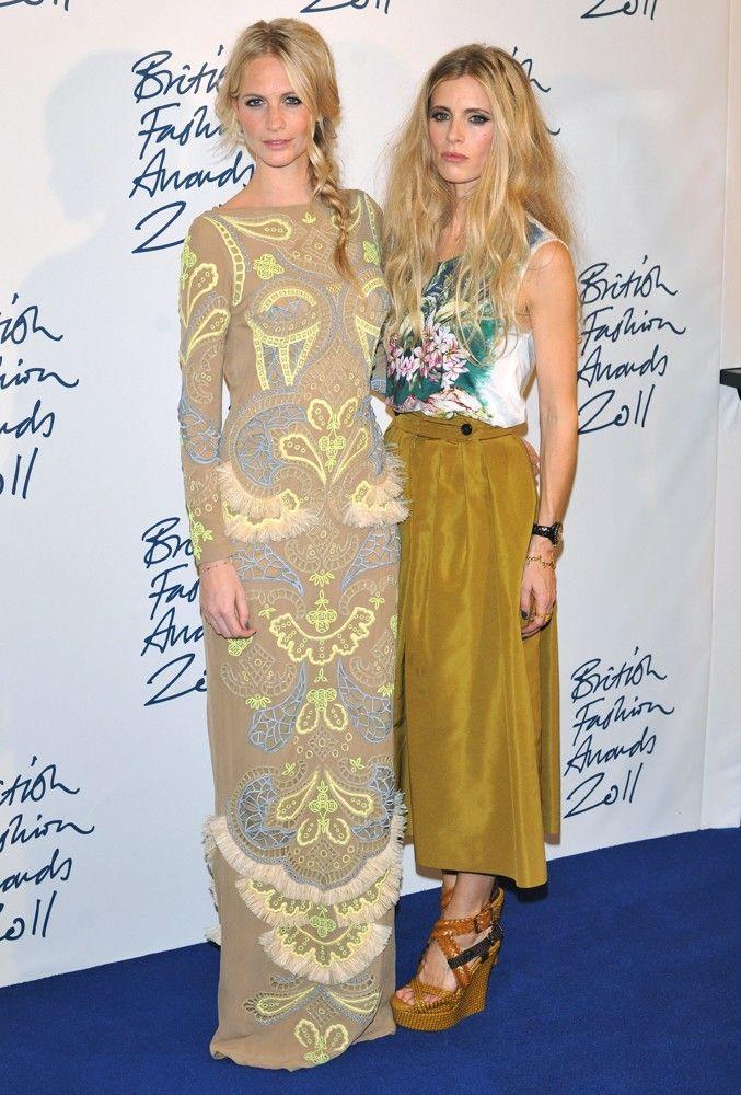 delevigne-bailey-british-fashion-awards-2011-press-room-01.jpg 677×1.000 piksel