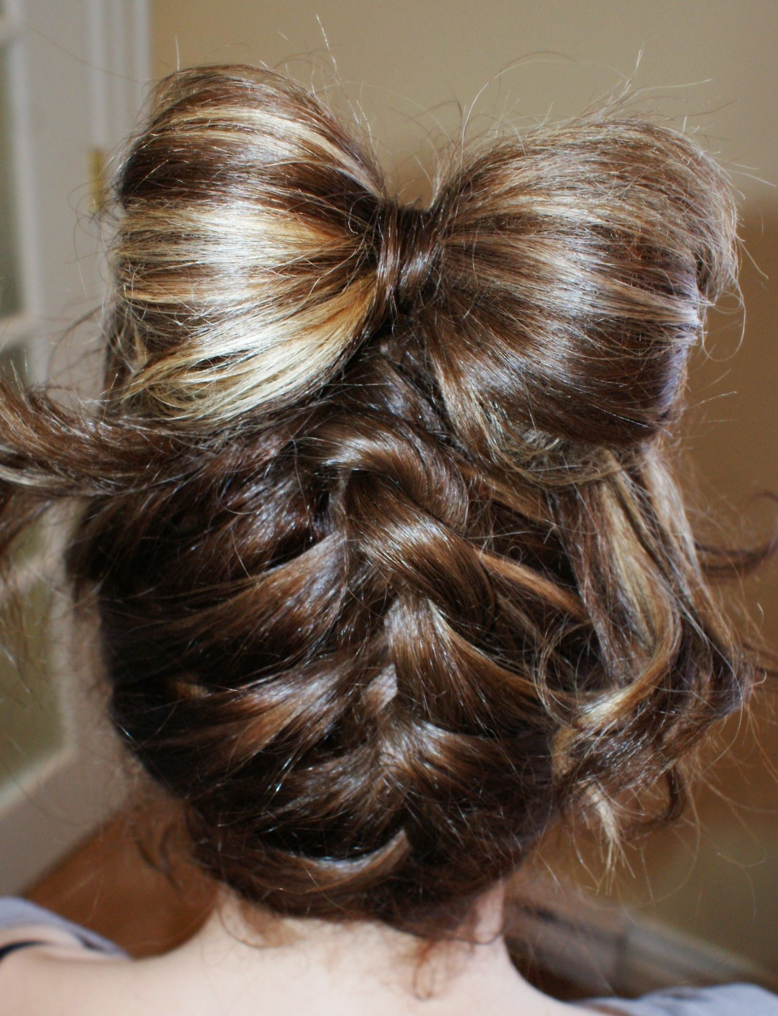 Cute hairbow hair braid i like this braid but i dint how to do it