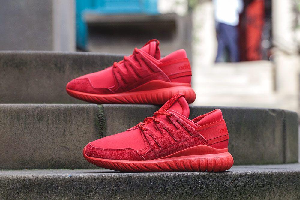 Adidas tubulare radiale in nero e rosso