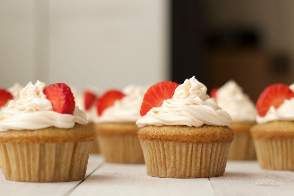 Vegan Vanilla Cupcakes With Strawberry Vanilla Frosting Vegan Lovingitvegan Vanilla Cupcakes Desse Vegan Vanilla Cupcakes Vanilla Cupcakes Cupcake Recipes