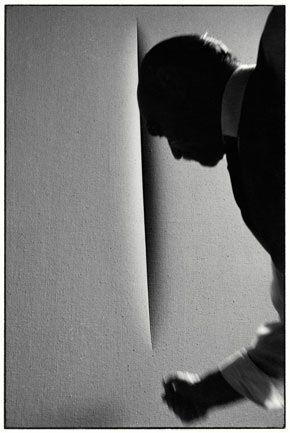 Lucio Fontana. Photo by Ugo Mulas