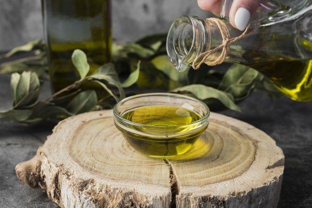 طريقة استخدام زيت شجرة الشاي الصحيحة للبشرة والشعر In 2021 Alcoholic Drinks Alcohol Rose Wine