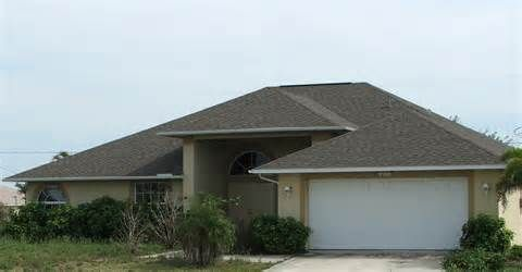 Small House With Hip Roof And Attached Garage Hip Roof Design