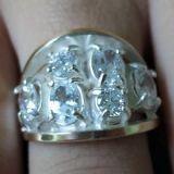 Anel de prata com zirconias e dois apliques de ouro - P023