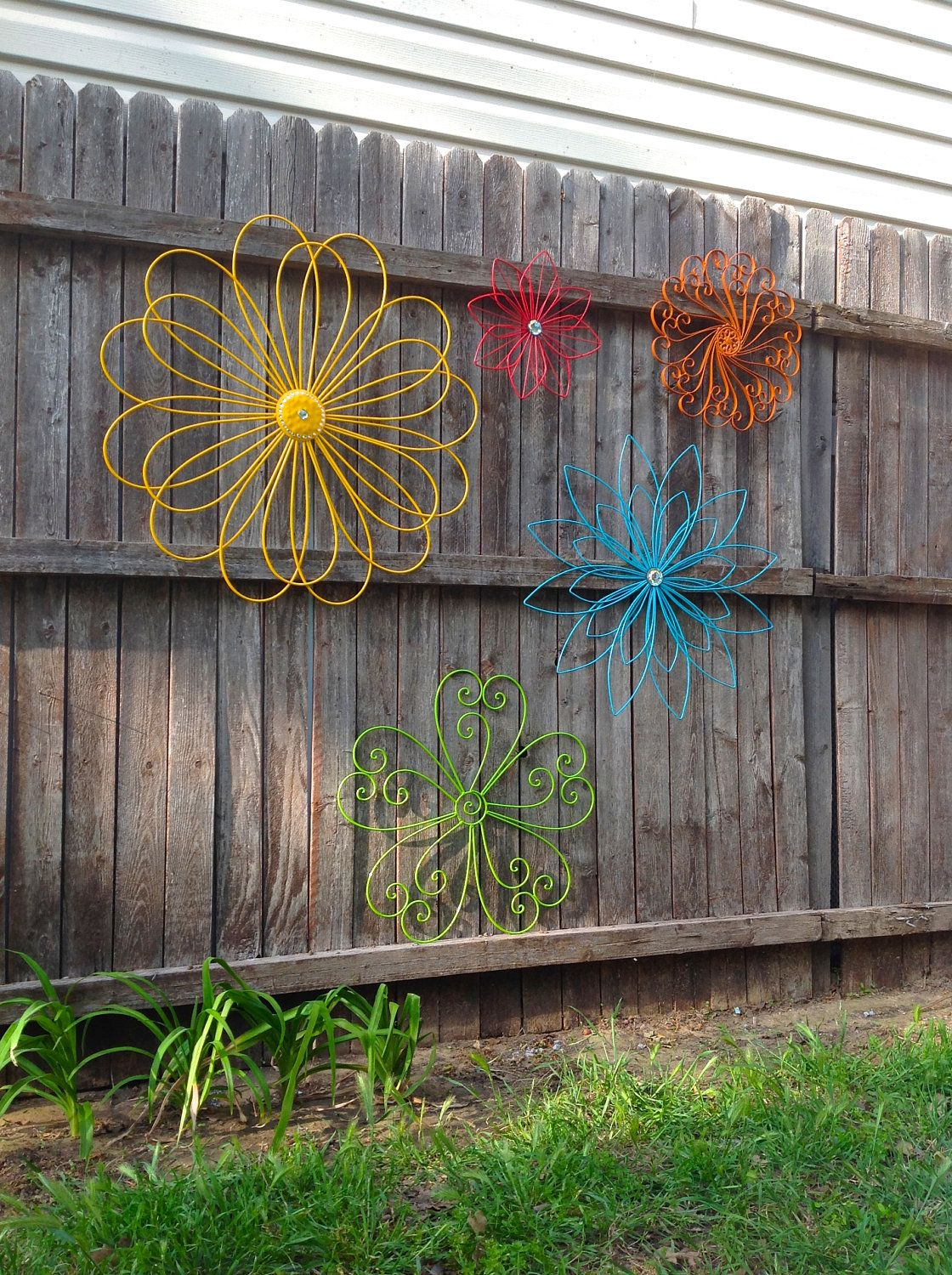 Jumbo Metal Flower Fence Art Oversized Eclectic Set Of 5 Metal Yard Art A Rainbow Of Colors Fence Art Metal Yard Art Flower Fence