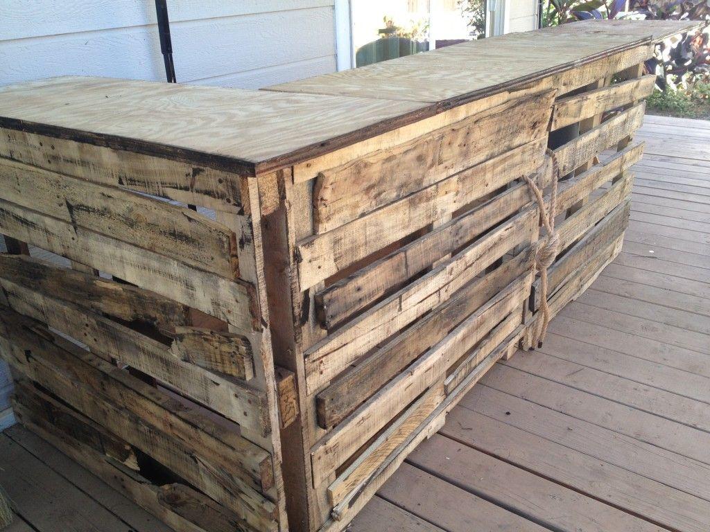 Building A Tiki Bar Out Of Wood Pallets Diy Outdoor Bar Tiki