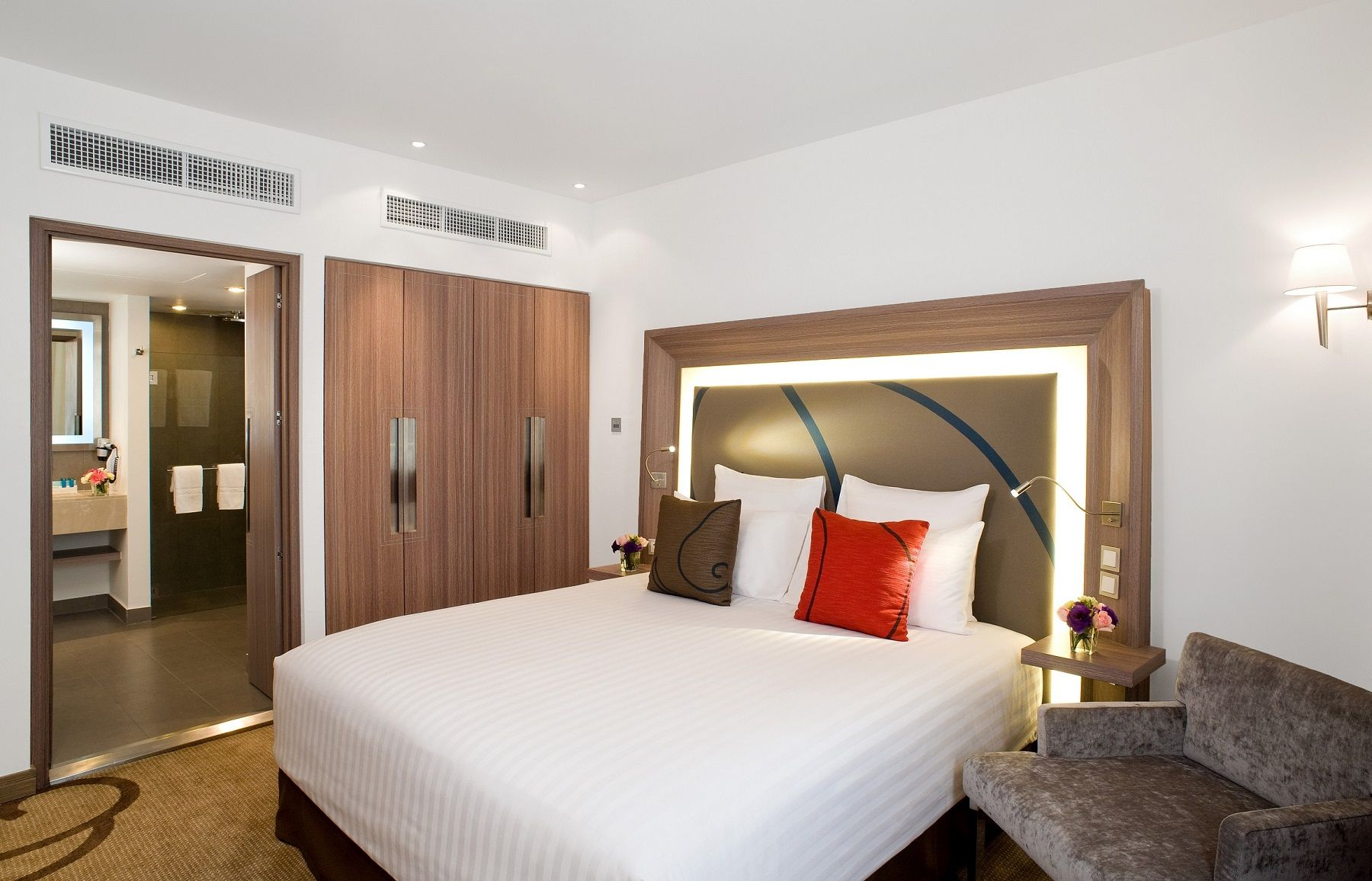 The Bangkok Hotel S 84 Square Metre Two Bedroom Suite Features Separate Living Dining And Sleeping Areas The Two Bedroom Suites Two Bedroom Contemporary Room