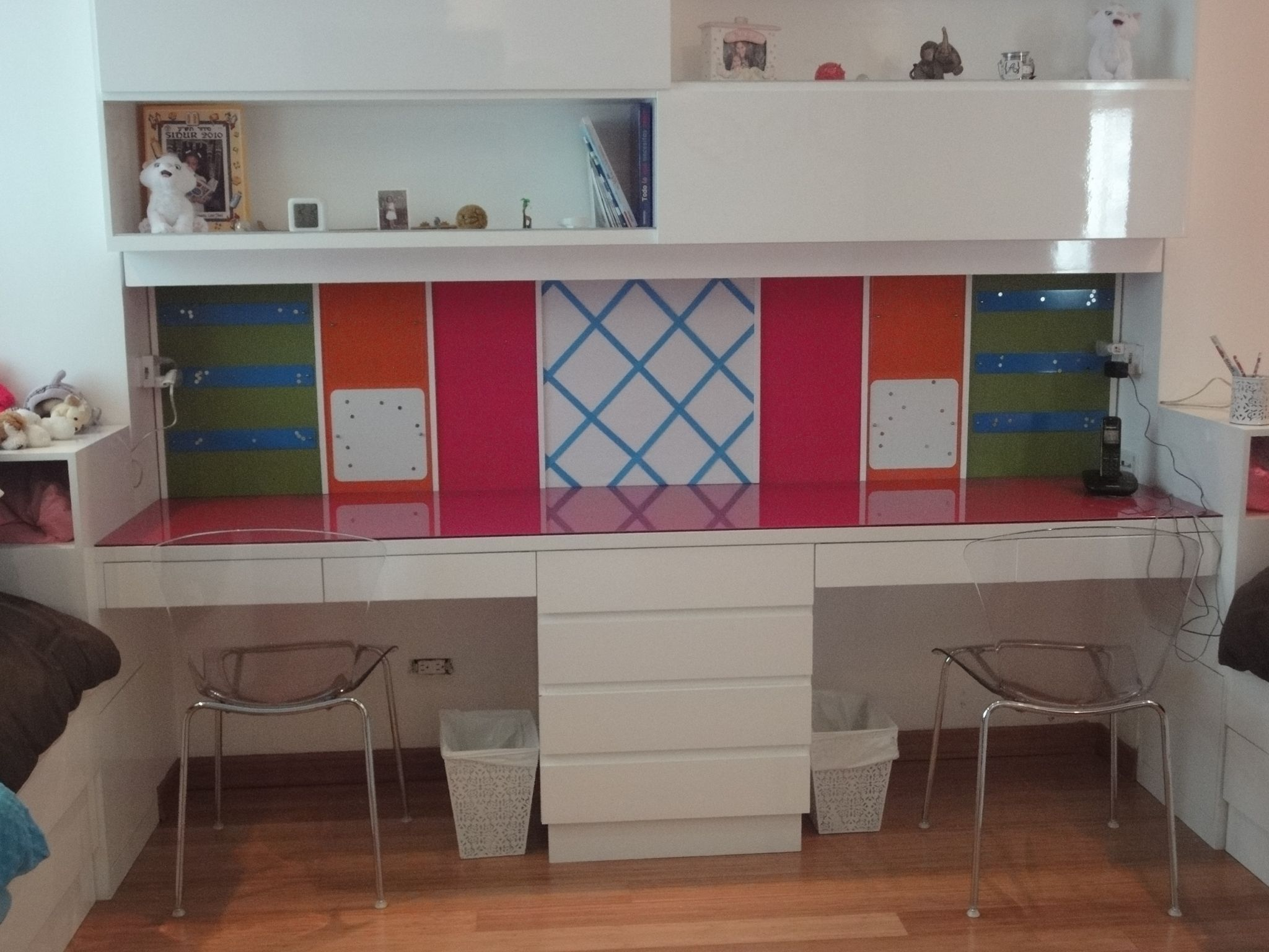 Escritorio doble para hacer tareas cuartos de ni as en for Crear muebles juveniles