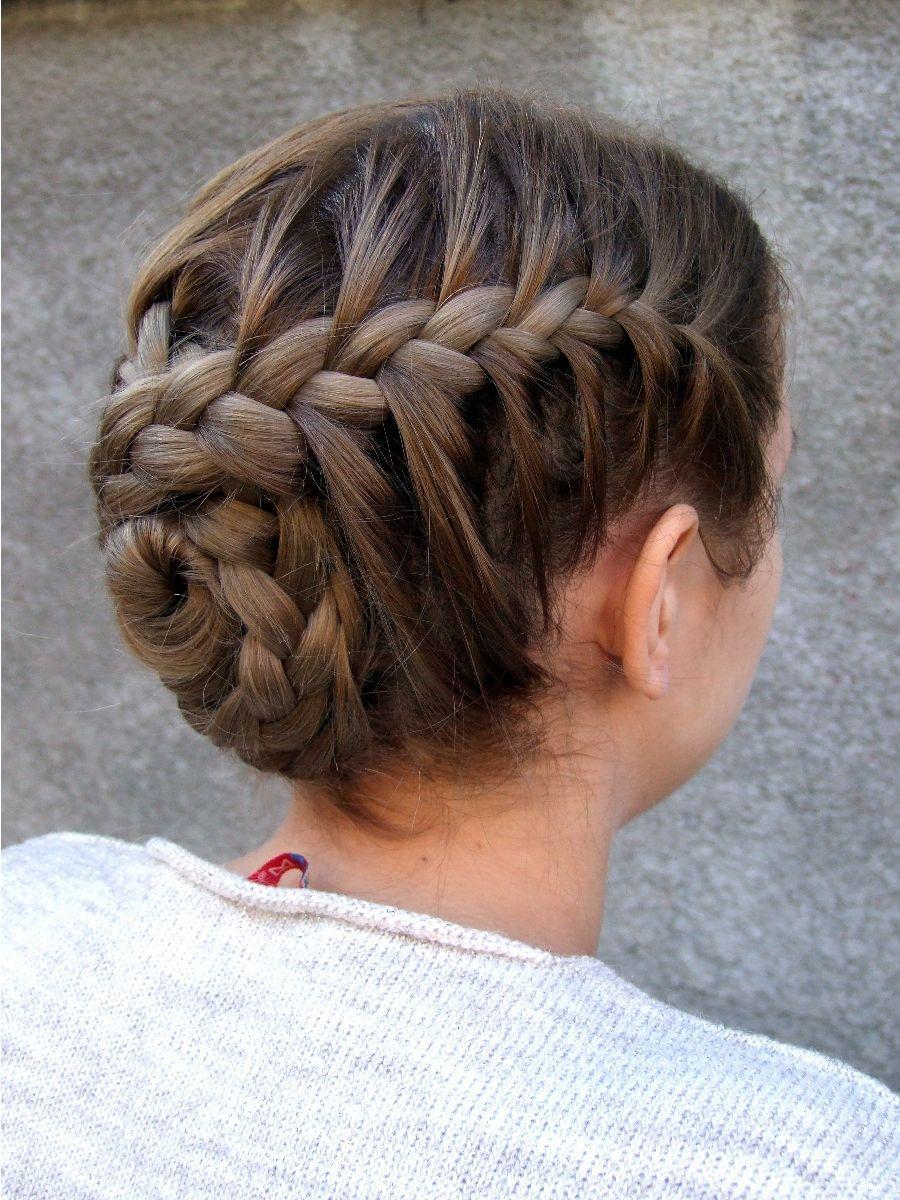 Coiffure Fille 100 Idees De Cheveux Longs Pour Votre Petite Princesse En Photos En 2021 Coiffures Filles Coiffure De Gymnaste Coiffure