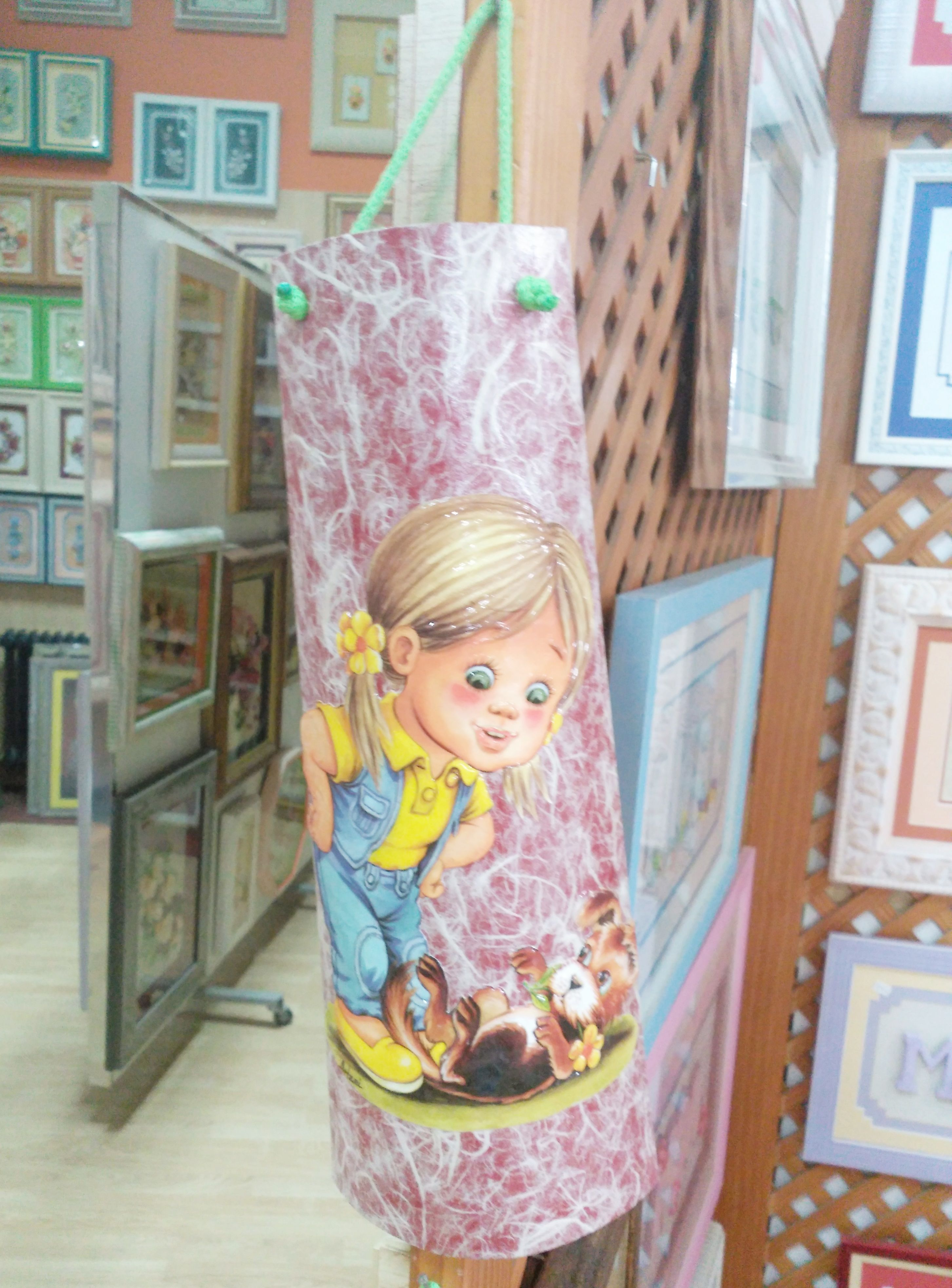 Nuevas tejas decorativas que nos han enamorado! ❤  Llenas de vida y color…son ideales para un espacio infantil! Esperamos que os gusten tanto como a nosotros!