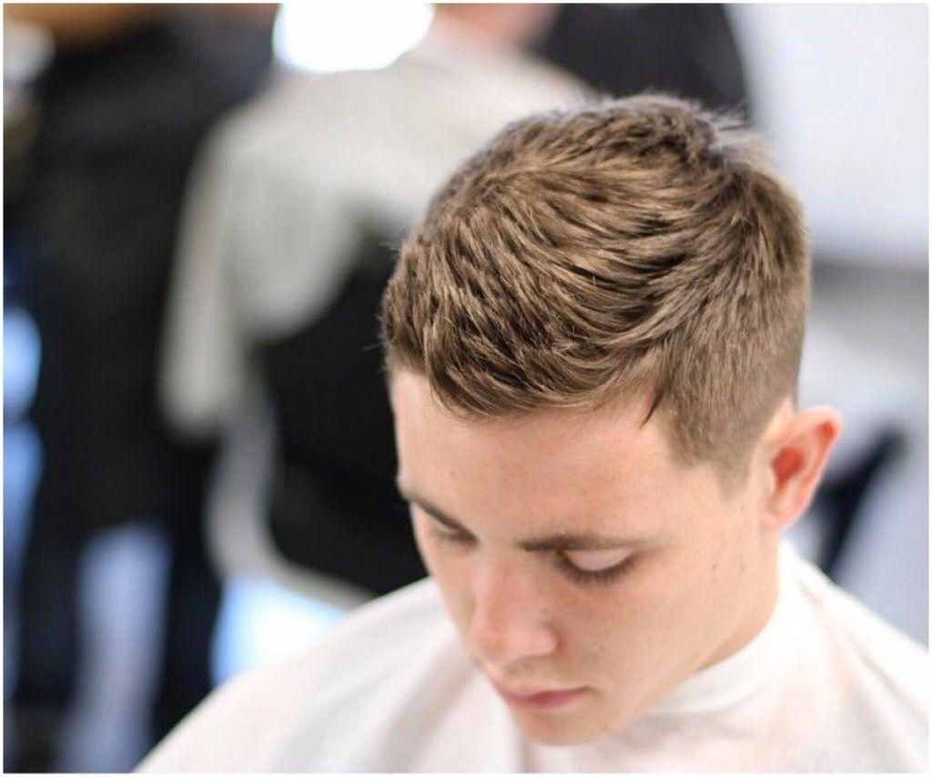 Manner Haar Schnelle Und Einfache Frisuren Jeder Kerl Sollte Wissen Wie Manner Einfache Frisuren Jeder Frisuren Einfach Coole Frisuren Herrenfrisuren