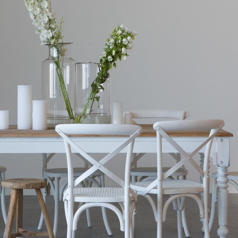 Eettafel met lades wit landelijke stoel glazen vaas groot handgemaakt van dik glas houten kruk - Stoelen voor glazen tafel ...