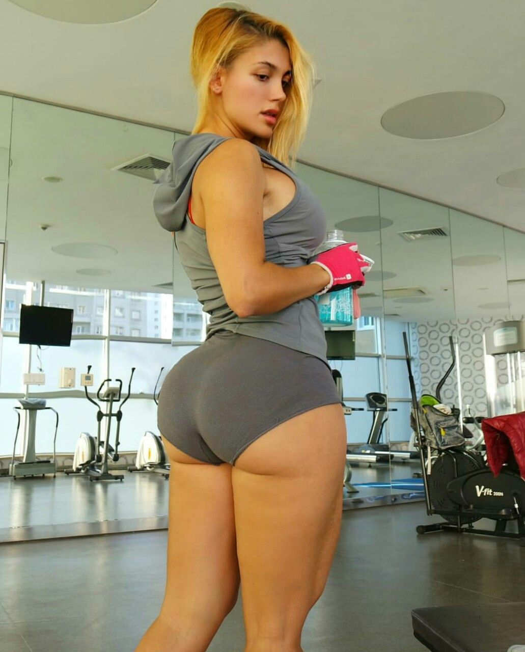 """sexxxyfitness: """"big and fit """" 