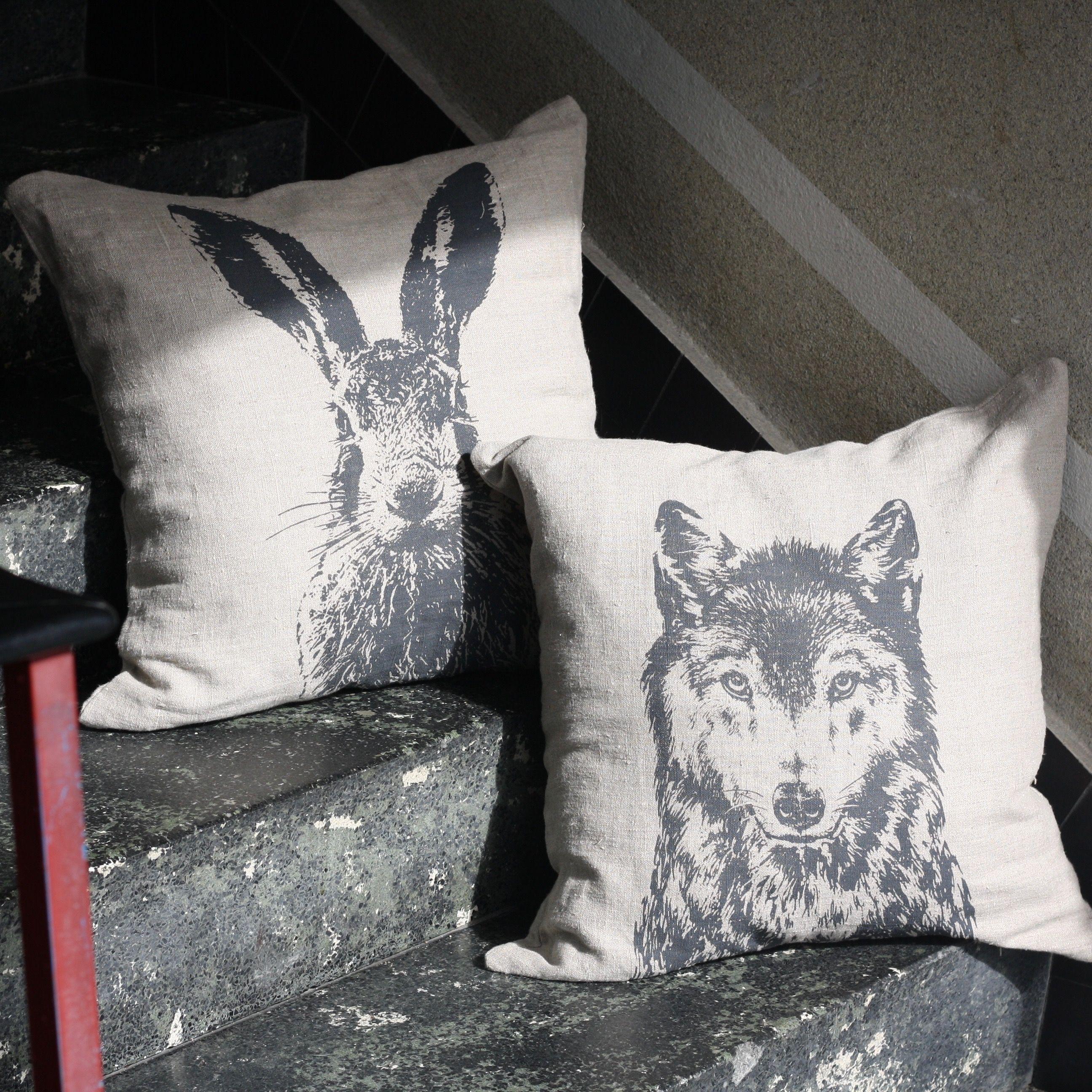 Kissen Wolf Feldhase Leinen Siebdruck Unsere Kissen sind für 59,00€ im Onlineshop auf Frohstoff.de erhältlich.
