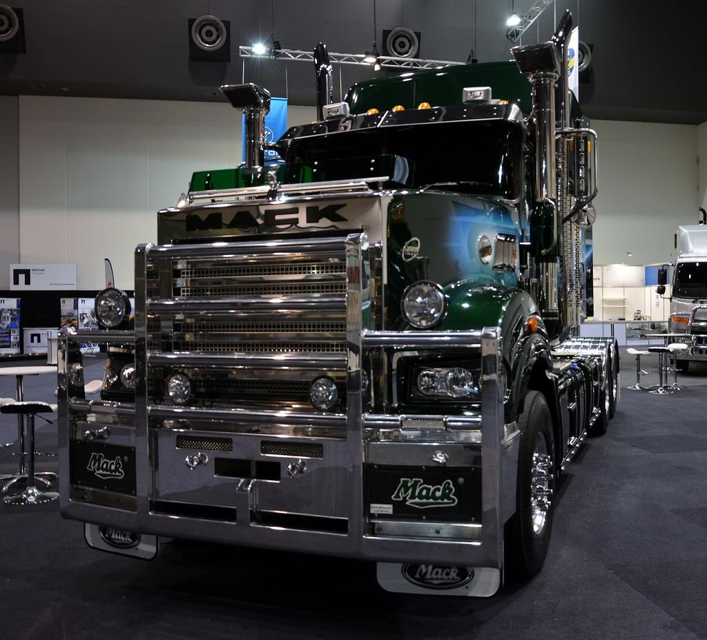 small resolution of awesome mack truck