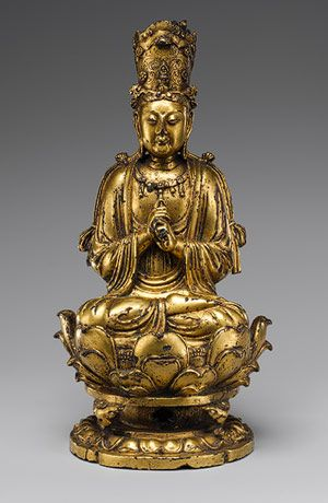 Buddha, probably Vairochana (Piluzhena). China, Liao dynasty (907–1125), early 11th century. Gilt bronze, h. cm. 21,5. New York, The Metropolitan Museum of Art.